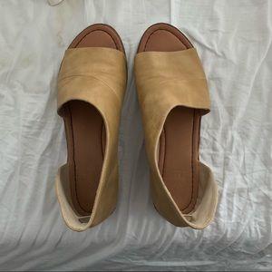 Shoes - Mustard/tan open toe sandal